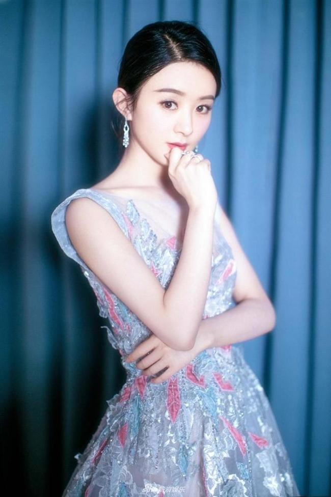Những cô gái được dân Trung Quốc ca ngợi liếc một cái là nghiêng thành-16