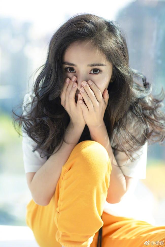 Những cô gái được dân Trung Quốc ca ngợi liếc một cái là nghiêng thành-9