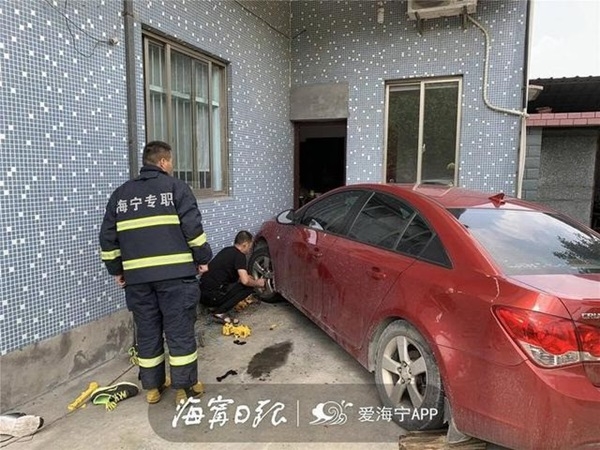 Chỉ muốn giúp con trai đi rửa xe, bố vô tình gây ra bi kịch khiến ông ân hận suốt đời-1