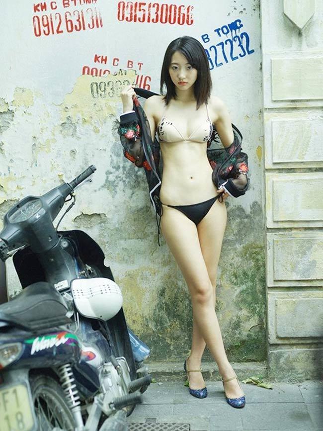 Mỹ nhân Hàn, Nhật mặc gợi cảm nơi công cộng ở Việt Nam, có người bị chê phản cảm-6