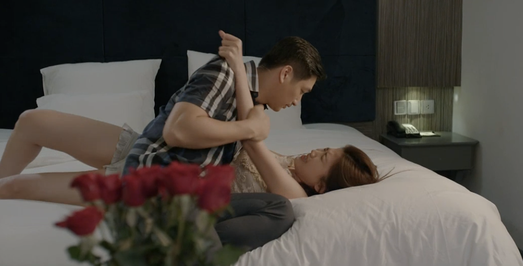 Hoa hồng trên ngực trái: Đỏ mặt xem cảnh tiểu tam hôn hít, lên giường với 2 diễn viên nam chỉ trong 1 tập phim-7