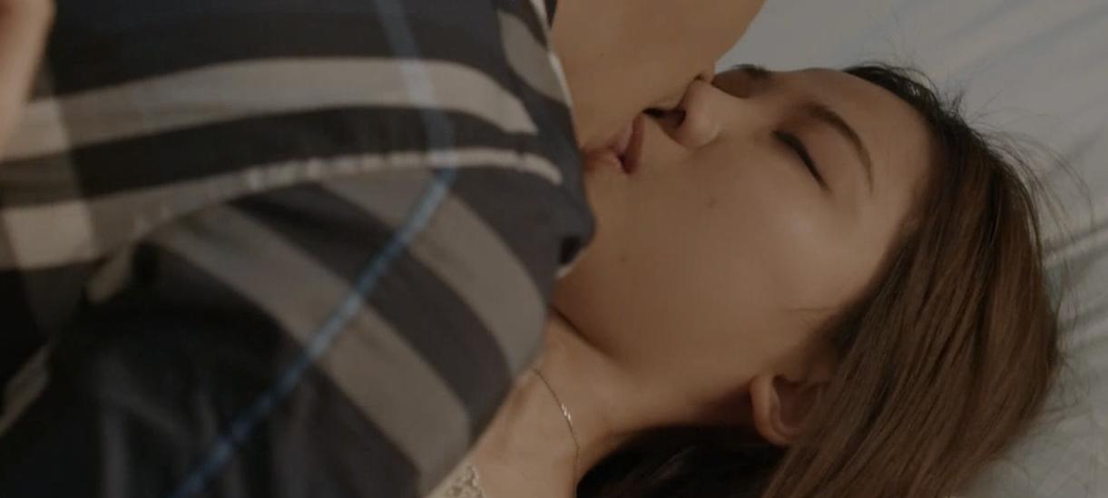 Hoa hồng trên ngực trái: Đỏ mặt xem cảnh tiểu tam hôn hít, lên giường với 2 diễn viên nam chỉ trong 1 tập phim-9