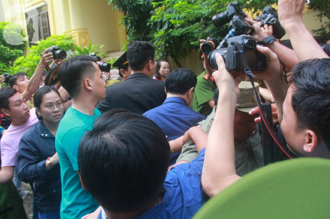Nguyễn Hữu Linh bị tuyên phạt 18 tháng tù giam cho tội Dâm ô bé gái trong thang máy Sài Gòn-10