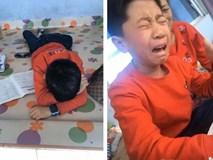 Cậu bé khóc lóc vì bài tập làm gần xong bỗng dưng mất hết chữ, dân mạng cười