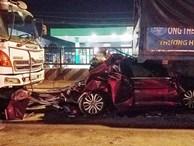 4 người trong gia đình gào khóc kêu cứu khi ô tô bị tông vò nát trên quốc lộ