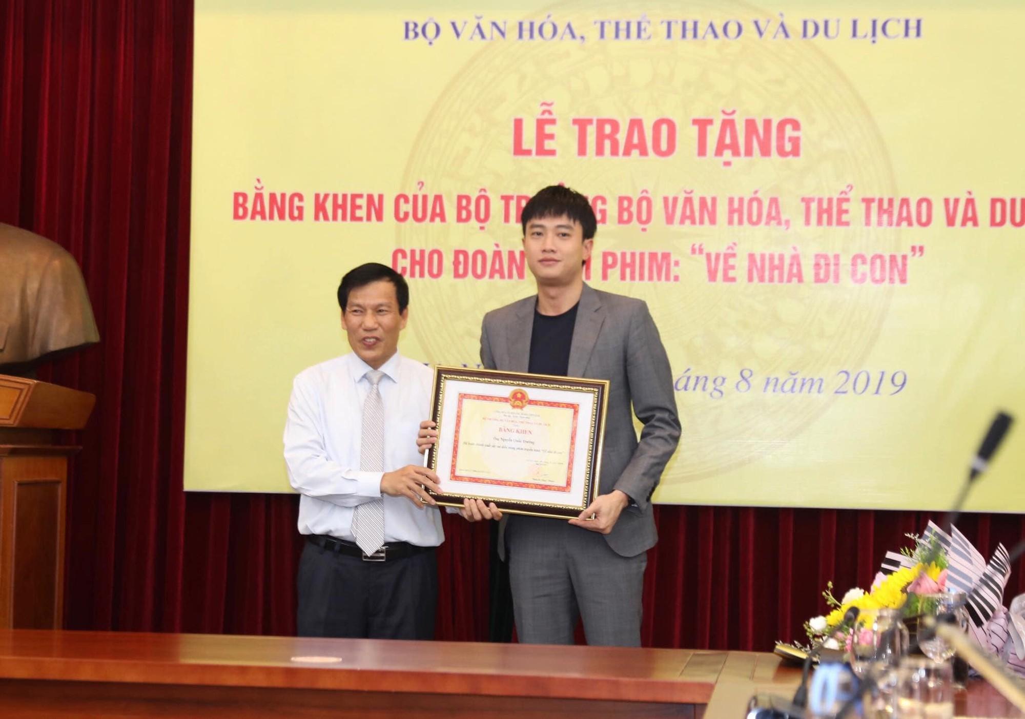 Về nhà đi con: Khải - Trọng Hùng lên tiếng về việc không được tặng bằng khen của Bộ VH-TT&DL-1