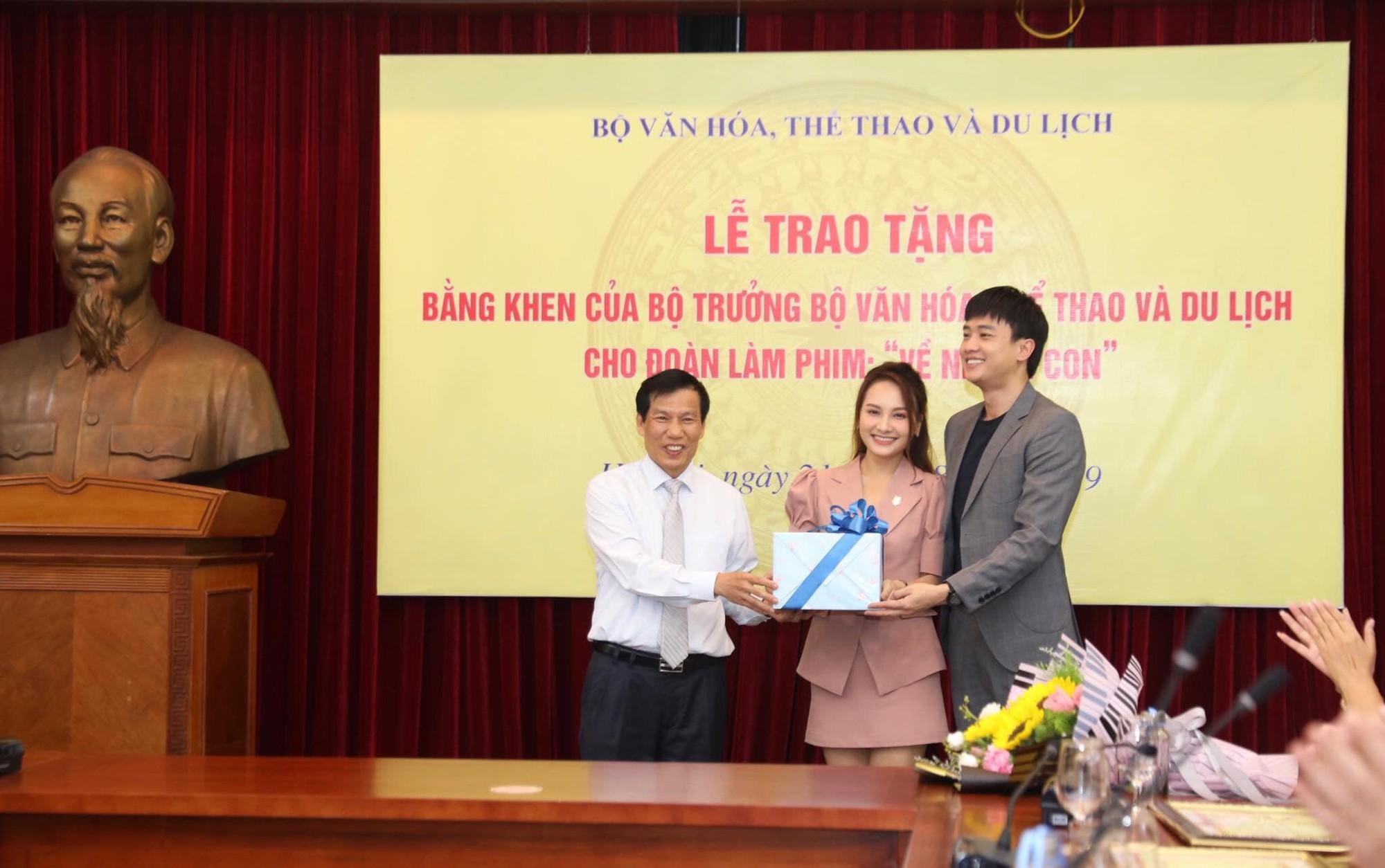 Về nhà đi con: Khải - Trọng Hùng lên tiếng về việc không được tặng bằng khen của Bộ VH-TT&DL-2