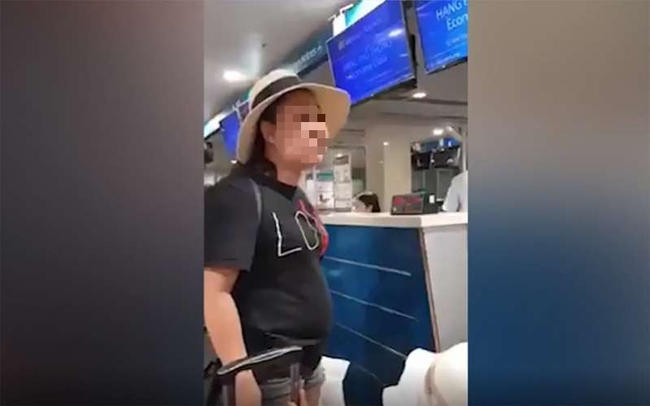Nữ Đại úy cảnh sát cho biết bị khủng bố tin nhắn: Nhân viên sân bay chửi, đánh tôi sao không thấy ai đưa lên-1