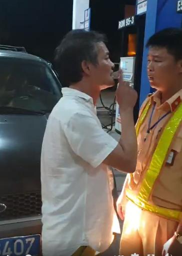 Tài xế xe biển xanh chửi bới, tát cảnh sát giao thông Thanh Hóa-1