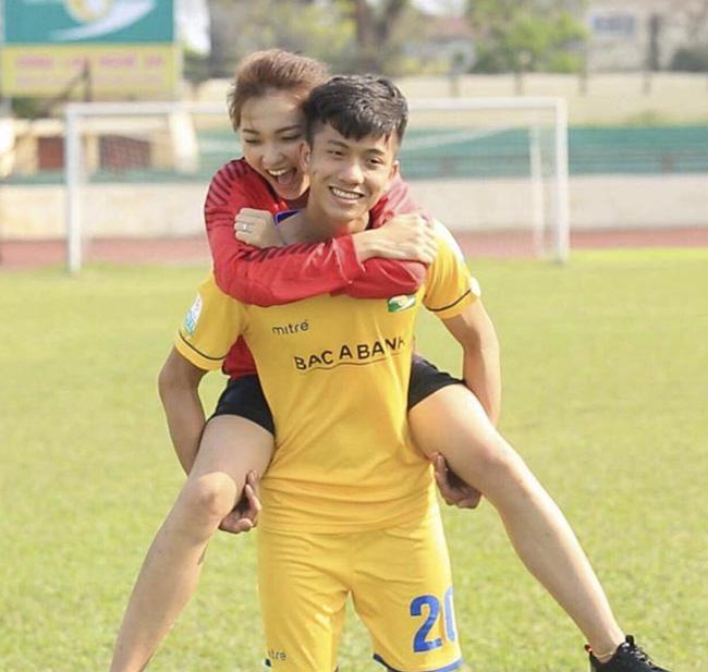 Dàn gái xinh xứ Nghệ khiến các cầu thủ Việt mê như điếu đổ-13