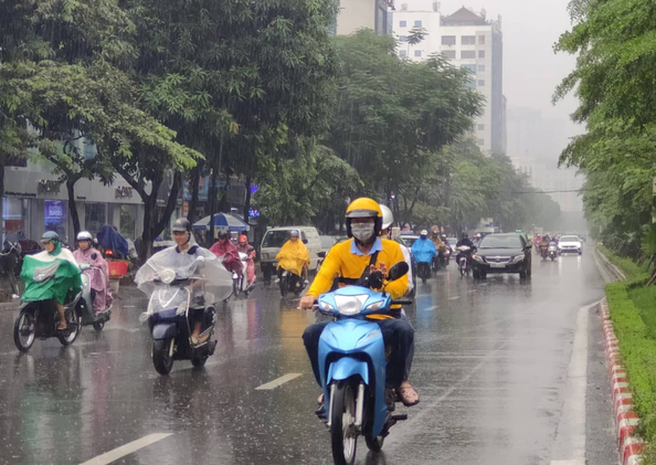 Bão Bailu cuồn cuộn áp sát biển Đông, một cơn bão khác đang hình thành ở Thái Bình Dương, gây mưa lớn cho các tỉnh Bắc Trung Bộ-1