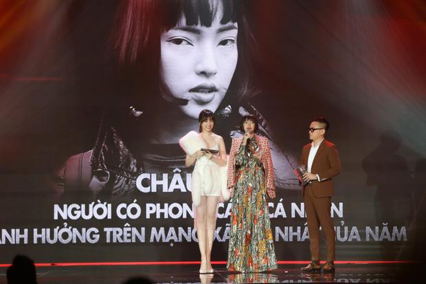 Động thái gây chú ý của Hari Won giữa lúc bị khán giả phản ứng vì vạ miệng đọc sai tên Châu Bùi tại lễ trao giải-2