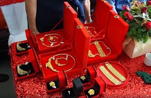 Cô dâu Hậu Giang đeo 30 cây vàng trong đám cưới sau gần 2 năm kết hôn giờ ra sao?-2
