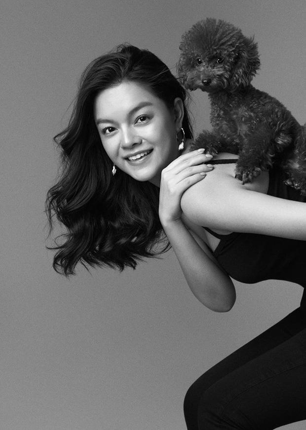 Phạm Quỳnh Anh ngày càng xinh đẹp và gợi cảm, tung bộ ảnh đơn sắc mừng tuổi 35 mà ngỡ 25-5