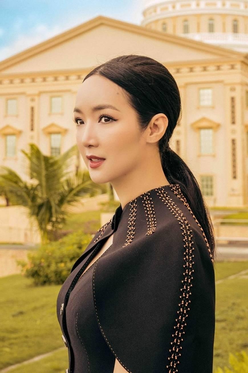 Hoa hậu Đền Hùng Giáng My toát lên phẩm chất quý cô khi dạo bước ở phủ tổng thống Palau-1