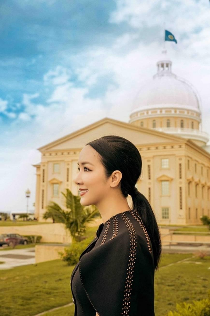Hoa hậu Đền Hùng Giáng My toát lên phẩm chất quý cô khi dạo bước ở phủ tổng thống Palau-2