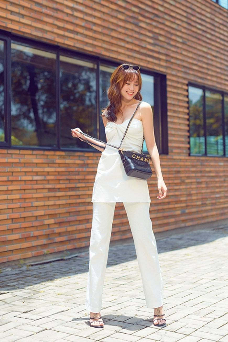 Mặc đầm dạ hội thì đẹp xuất sắc, đến lúc Ninh Dương Lan Ngọc khoe street style thì dân tình càng mê mệt hơn-1