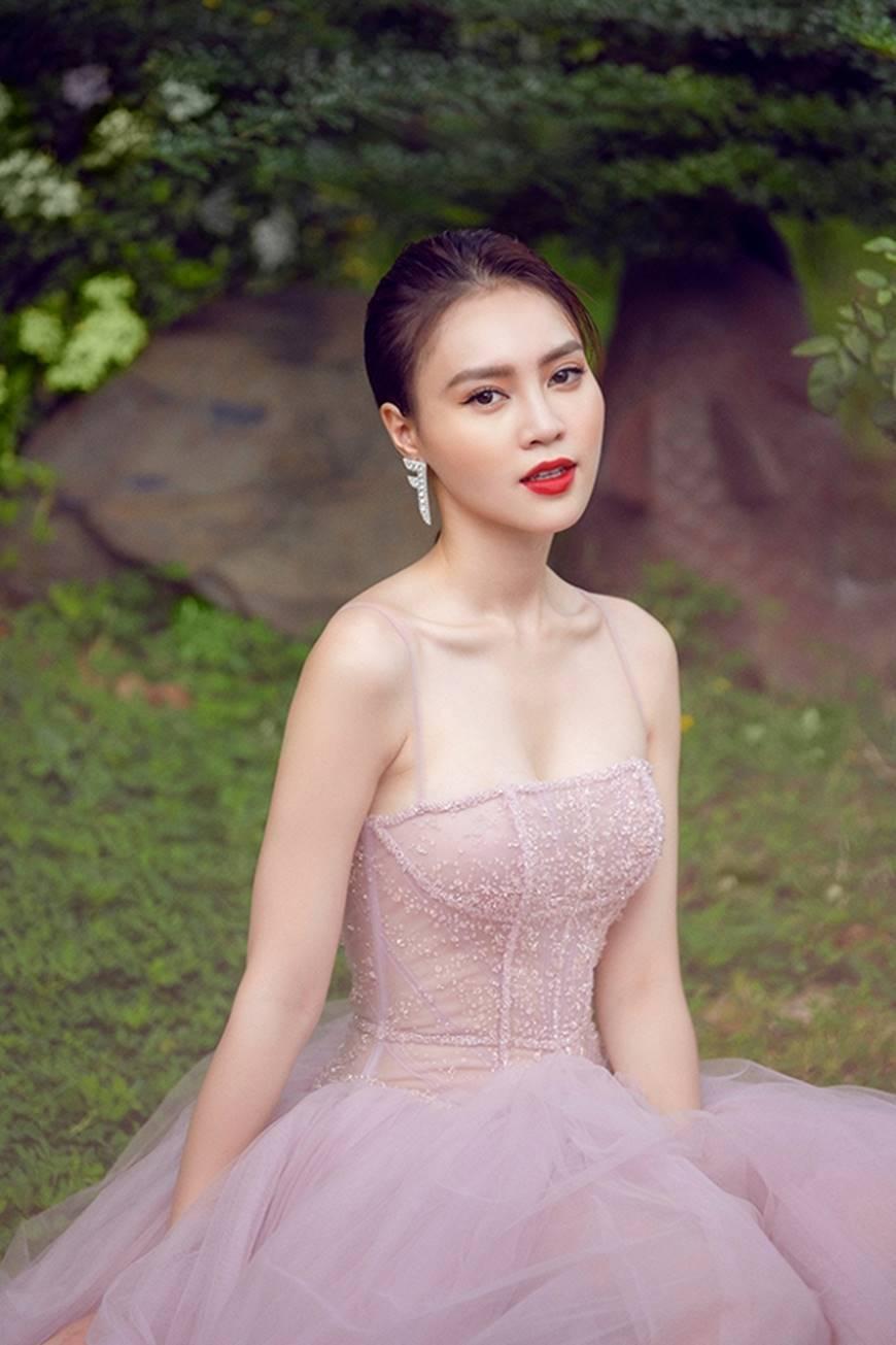 Mặc đầm dạ hội thì đẹp xuất sắc, đến lúc Ninh Dương Lan Ngọc khoe street style thì dân tình càng mê mệt hơn-18
