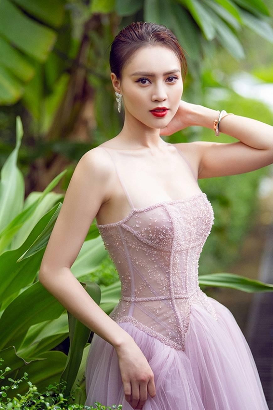 Mặc đầm dạ hội thì đẹp xuất sắc, đến lúc Ninh Dương Lan Ngọc khoe street style thì dân tình càng mê mệt hơn-19