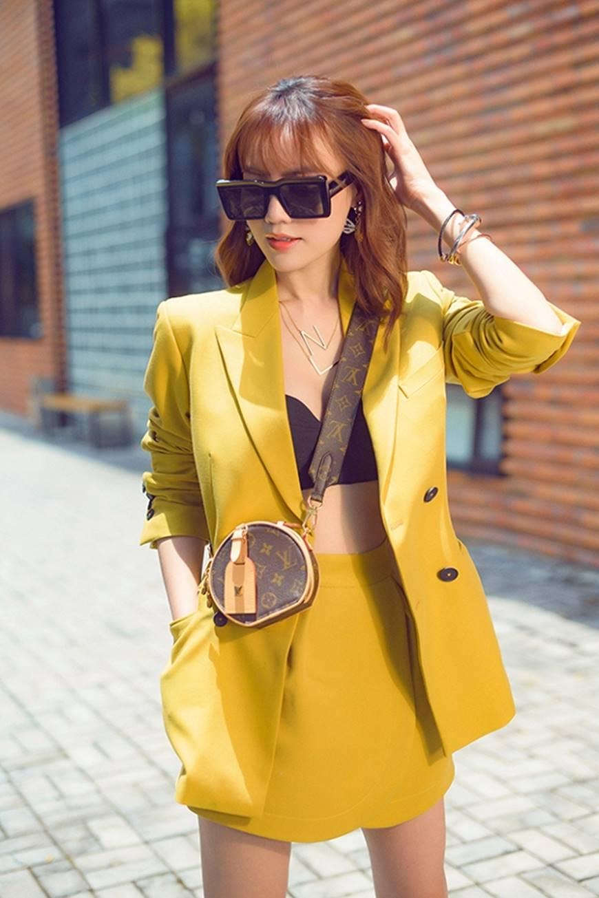 Mặc đầm dạ hội thì đẹp xuất sắc, đến lúc Ninh Dương Lan Ngọc khoe street style thì dân tình càng mê mệt hơn-6