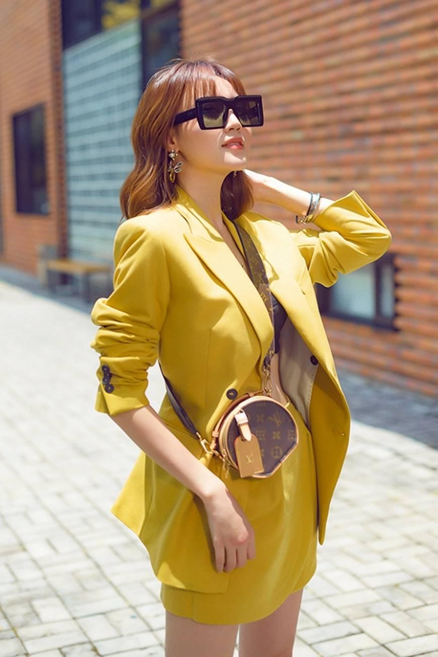 Mặc đầm dạ hội thì đẹp xuất sắc, đến lúc Ninh Dương Lan Ngọc khoe street style thì dân tình càng mê mệt hơn-8