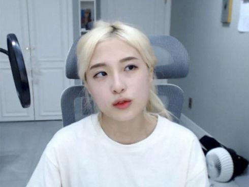 Chi 600 triệu đồng hẹn gặp nữ YouTuber nhưng bị từ chối, fan cuồng nhảy cầu tự tử để đòi lại tiền