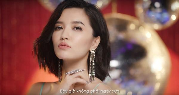 Bích Phương gây tranh cãi khi mặc hở hang đọc thơ lục bát, tạo liên tưởng nhạy cảm với tên MV mới-3