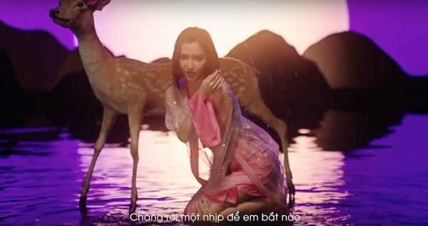 Bích Phương gây tranh cãi khi mặc hở hang đọc thơ lục bát, tạo liên tưởng nhạy cảm với tên MV mới-5