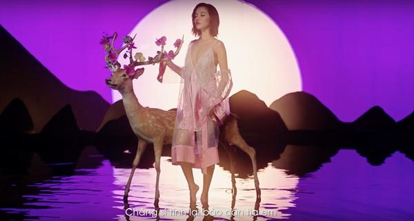 Bích Phương gây tranh cãi khi mặc hở hang đọc thơ lục bát, tạo liên tưởng nhạy cảm với tên MV mới-6