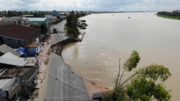Flycam: Rùng mình với cảnh Quốc lộ 91 ở An Giang bị nuốt chửng-1