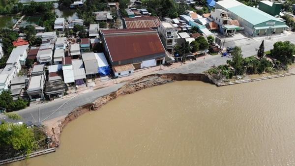 Flycam: Rùng mình với cảnh Quốc lộ 91 ở An Giang bị nuốt chửng-4