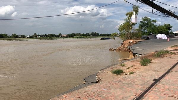 Flycam: Rùng mình với cảnh Quốc lộ 91 ở An Giang bị nuốt chửng-5