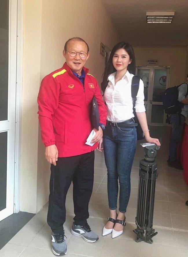 2 nữ MC mê ăn vận phóng khoáng, có người từng gắn liền với U23 Việt Nam-7