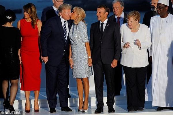 Đệ nhất phu nhân Pháp bỗng nhiên xinh đẹp xuất thần, lấn át cả bà Melania Trump khiến ai cũng phải ngước nhìn-2