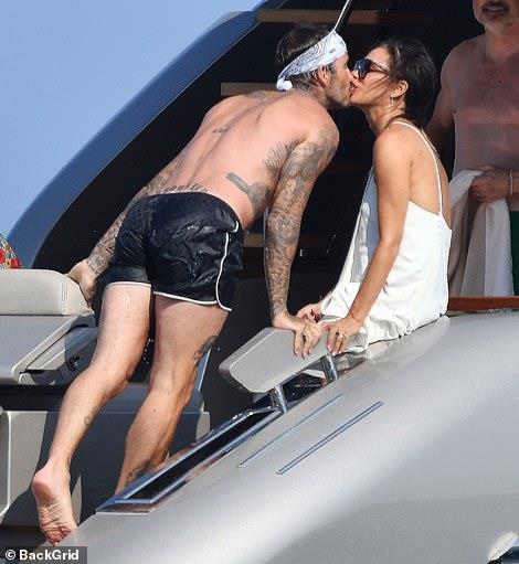David Beckham không ngừng ôm ấp, khóa môi vợ trên du thuyền-2