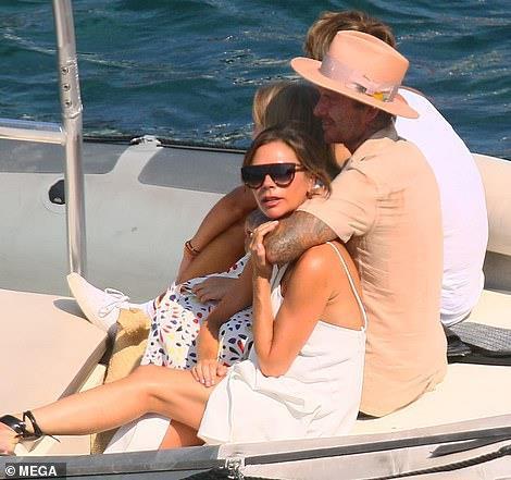 David Beckham không ngừng ôm ấp, khóa môi vợ trên du thuyền-8