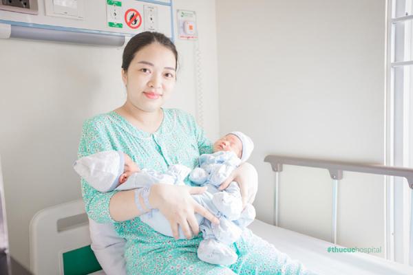 Vừa mổ đẻ song thai, vừa bóc khối u xơ tử cung ở bệnh viện Thu Cúc-3