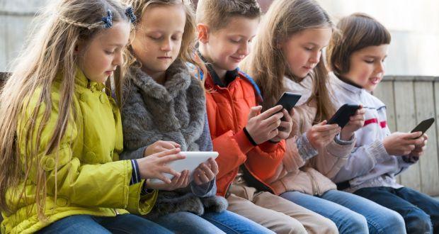 Chuyên gia cảnh báo: Nghiện điện thoại ở trẻ cũng tương tự nghiện ma túy, cha mẹ có thể ngăn chặn bằng hành động cực đơn giản-3