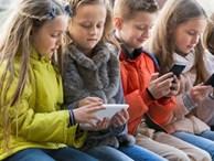 Chuyên gia cảnh báo: Nghiện điện thoại ở trẻ cũng tương tự nghiện ma túy, cha mẹ có thể ngăn chặn bằng hành động cực đơn giản