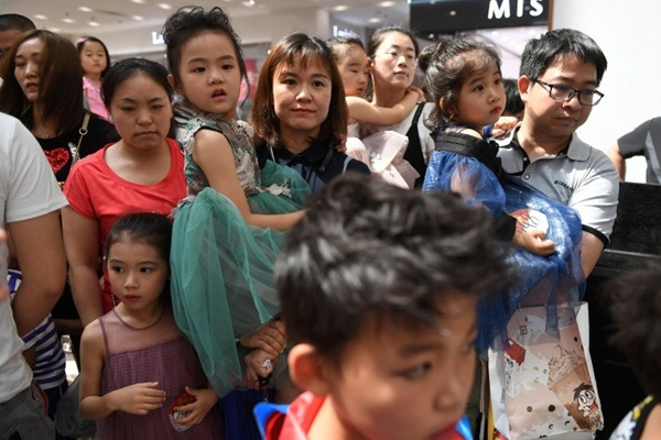Nghề người mẫu nhí ở Trung Quốc: Bố mẹ lấy cớ trau dồi sự tự tin nhưng vô tình trở thành kẻ bạo hành, biến con thành cỗ máy kiếm tiền-9