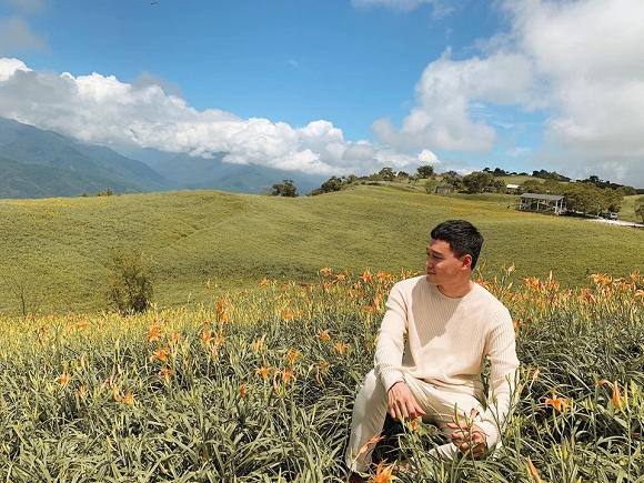 Quang Vinh điển trai, đi ngắm hoa kim châm ở Đài Loan-1