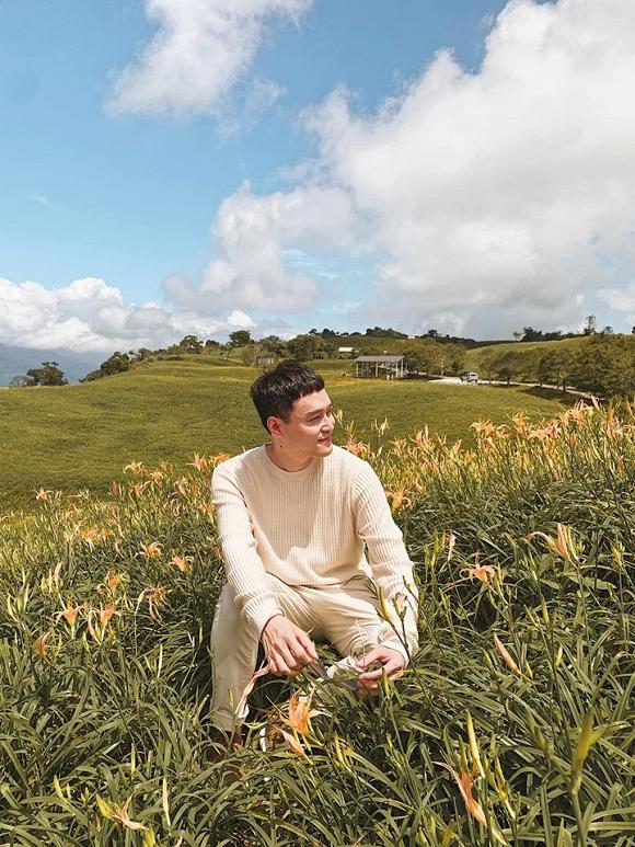 Quang Vinh điển trai, đi ngắm hoa kim châm ở Đài Loan-2