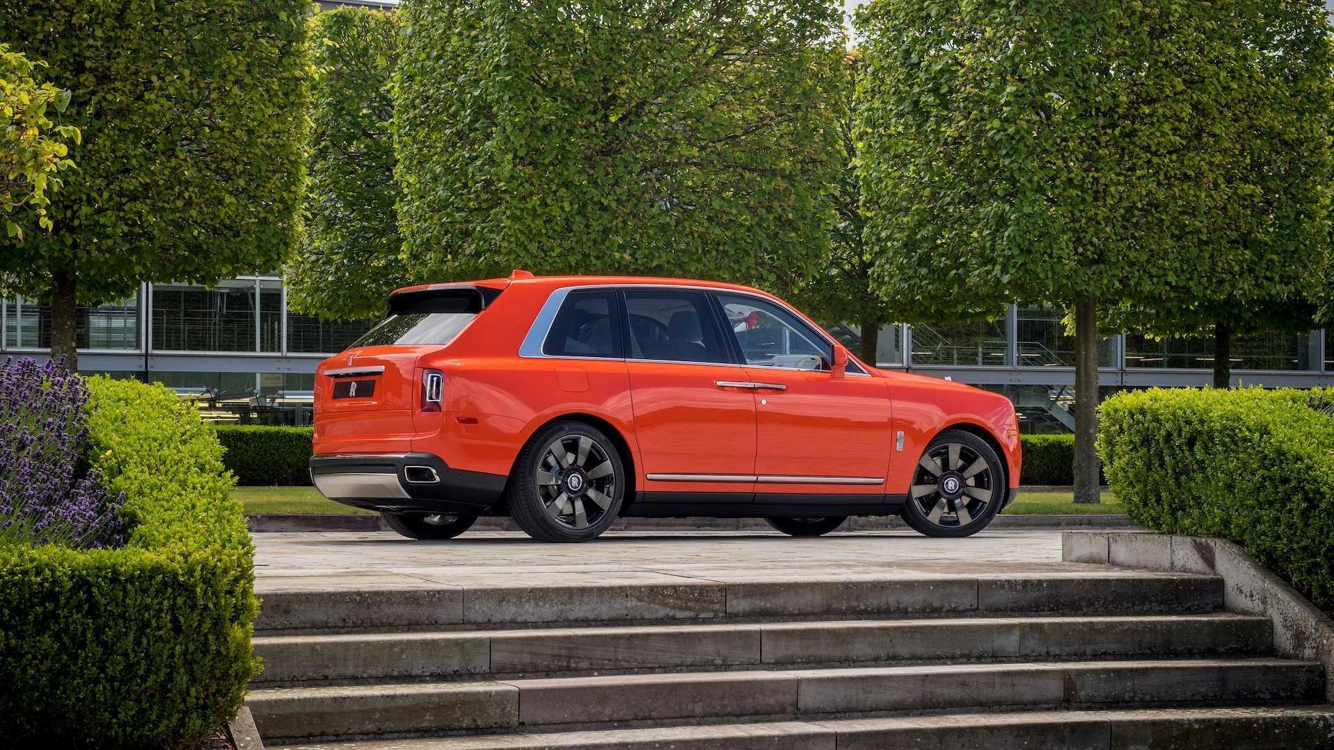 Đại gia sở hữu 10 siêu xe Rolls-Royce màu độc, đặt theo tên mình-10