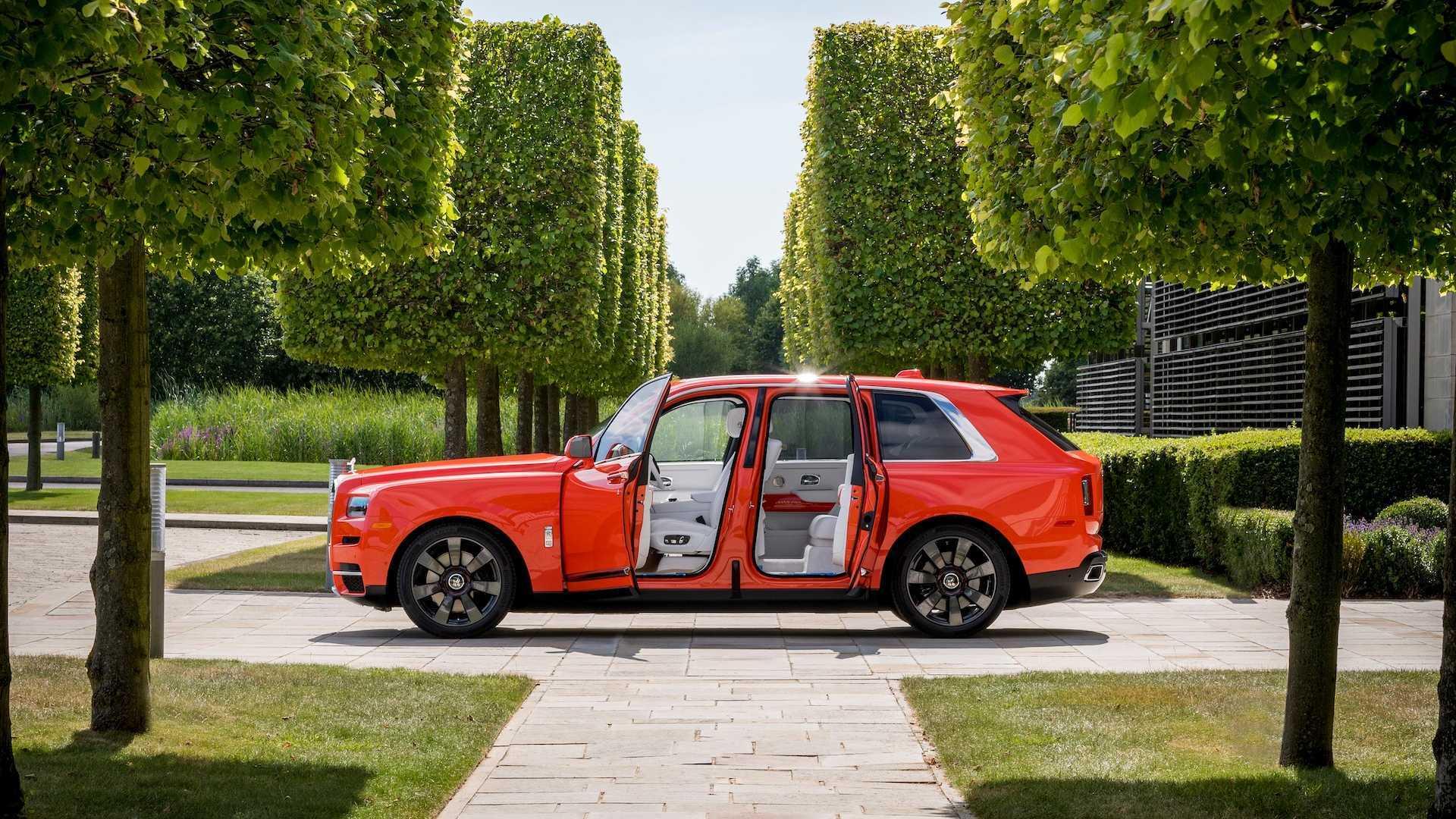 Đại gia sở hữu 10 siêu xe Rolls-Royce màu độc, đặt theo tên mình-11