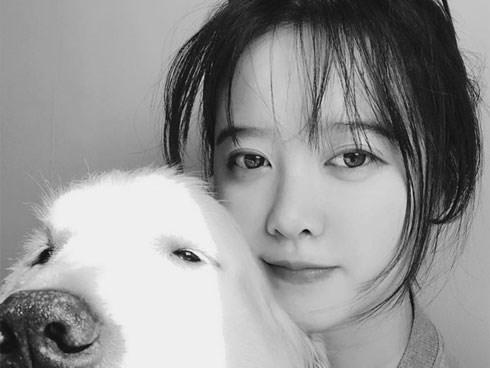 Cuối cùng Goo Hye Sun đã xuất hiện sau vụ ly hôn chấn động, biểu cảm cùng dòng trạng thái gây chú ý lớn