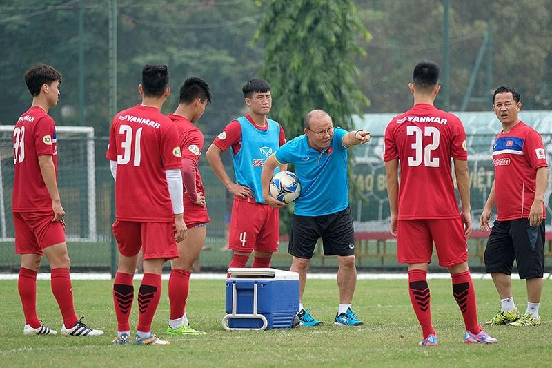 Văn Thanh, Hồng Duy khoe kiểu tóc mới trước trận đấu với Thái Lan-1