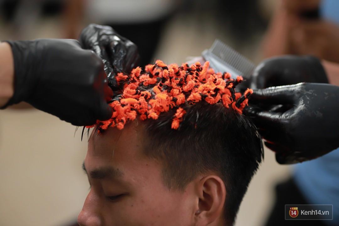 Văn Thanh, Hồng Duy khoe kiểu tóc mới trước trận đấu với Thái Lan-3