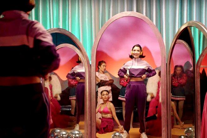 Bích Phương mặc váy lộ vòng một khiêm tốn trong MV Đi đu đưa đi-2