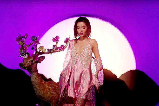 Bích Phương mặc váy lộ vòng một khiêm tốn trong MV Đi đu đưa đi-3