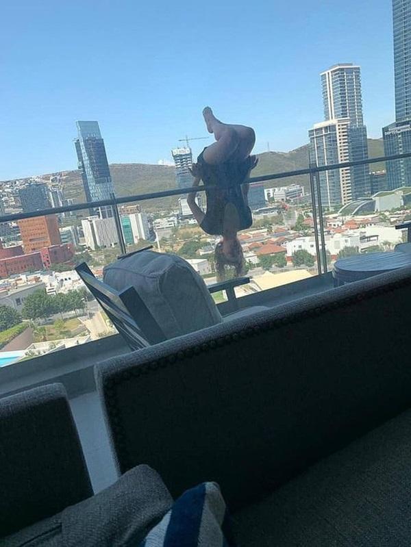 Nữ sinh rơi từ tầng 6 xuống đất vì tập tư thế yoga cực khó trên thành ban công-1